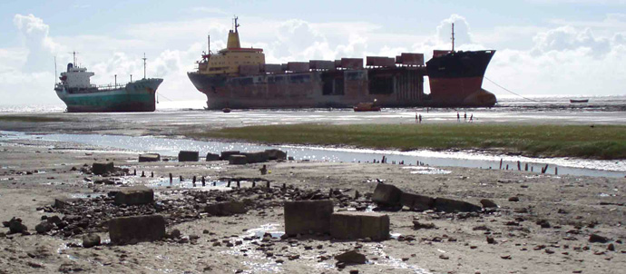 overview shipbreaking in bangladesh